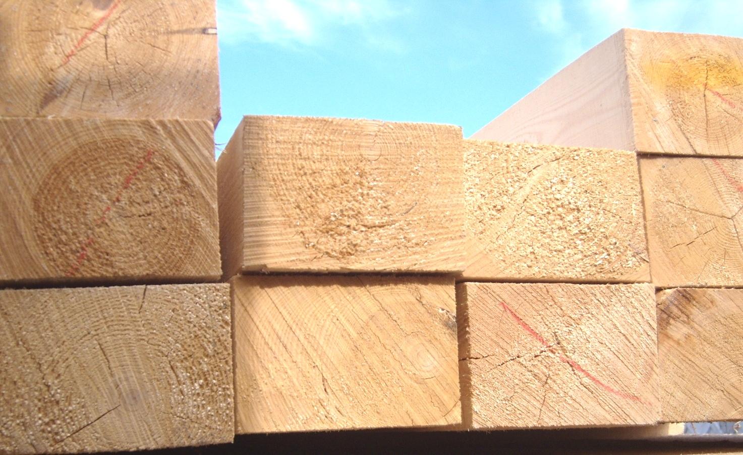 Деревянный обрезной брус из сосны